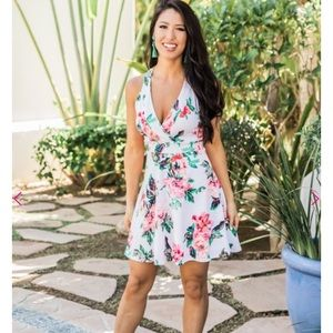 Dresses & Skirts - Pink lily small dress